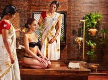 Kobieta ma Ayurvedic zdroju traktowanie. Obrazy Royalty Free