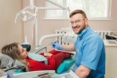 Kobieta ma checkup przy dentystą Zdjęcie Royalty Free