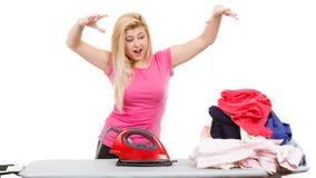 Kobieta ma dosyć prasowanie odziewa Fotografia Stock