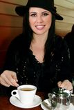 kobieta ma filiżanki herbaty obraz stock