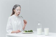 Kobieta ma lunch przy stołem Obraz Royalty Free