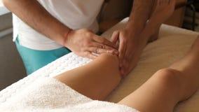 Kobieta ma noga masaż w zdroju salonie zdjęcie wideo