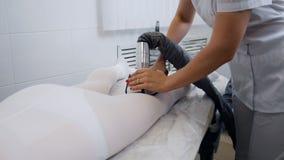 Kobieta ma procedurę anty celulitisu lpg masaż zbiory wideo