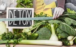 Kobieta ma zielonych diet warzywa, detox znak Fotografia Royalty Free