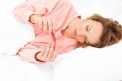 Kobieta ma zimno, grypa Bolesny gardło i kasłać zdjęcia stock