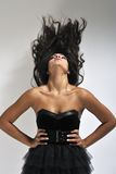 Kobieta macha ciemnego włosy zdjęcia stock