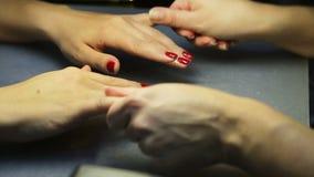 Kobieta manicure, gwoździa połysk zdjęcie wideo