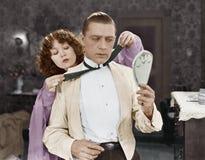 Kobieta mężczyzna krawata łęku pomaga krawat (Wszystkie persons przedstawiający no są długiego utrzymania i żadny nieruchomość is Obraz Stock