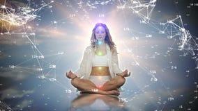 Kobieta medytuje w niebie zdjęcie wideo