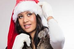 Kobieta mieszający biegowy Santa pomagiera kapeluszu portret Zdjęcia Royalty Free