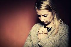 kobieta modlitwa zdjęcie royalty free