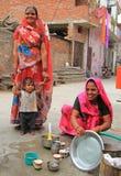 Kobieta myje naczynia plenerowych w Jaipur, India Fotografia Stock