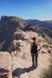 Kobieta na Blackett grani śladzie, Arizona zdjęcie royalty free