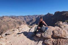 Kobieta na Blackett grani śladzie, Arizona fotografia royalty free