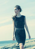 Kobieta na brzeg Fotografia Stock