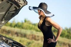 Kobieta na drodze Zdjęcia Stock