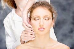 Kobieta na kierowniczym masażu zdjęcie royalty free