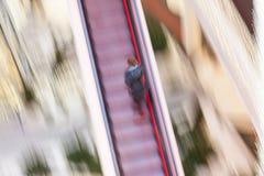Kobieta na poruszającym schody Obrazy Stock