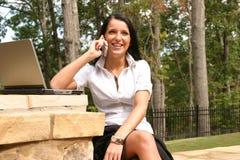 Kobieta networking zdjęcia royalty free