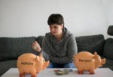 Kobieta no może decydować co save, wakacje lub emerytura, zdjęcia stock