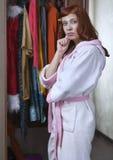 Kobieta no może wybierać jaki odzież Obraz Royalty Free