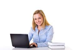 kobieta odizolowywał laptop pracę małą studencką Zdjęcia Royalty Free
