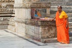 Kobieta ono modli się w Jagdish świątyni Fotografia Royalty Free