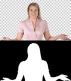 Kobieta opowiada kamera w menchiach, Alfa kana? obrazy royalty free
