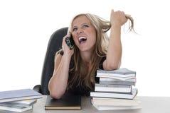 Kobieta opowiada na telefonie komórkowym Zdjęcia Royalty Free