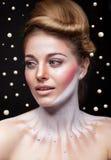Kobieta otaczająca perłami w nadrealistycznym pojęciu Obraz Royalty Free