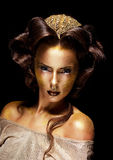 Kobieta ozłacająca złota twarz - uzupełniający teatru luksus fotografia royalty free