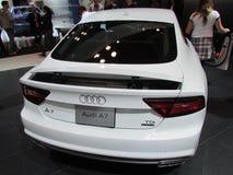 Kobieta patrzeje Audi A7 przy 2015 Nowy Jork Międzynarodowym Auto przedstawieniem Obrazy Stock