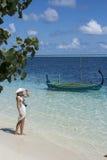Kobieta patrzeje morze Zdjęcia Stock