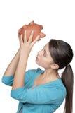 Kobieta patrzeje prosiątko banka widzieć jeżeli jakaś pieniądze opuszczać obraz stock