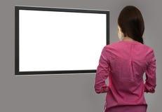 Kobieta patrzeje pustego miejsca tv ekran fotografia royalty free