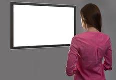 Kobieta patrzeje pustego miejsca tv ekran zdjęcia royalty free