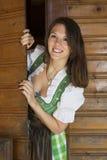 Kobieta patrzeje wokoło kąta w dirndl Fotografia Stock