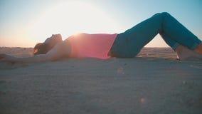 kobieta piaskowata plażowa zdjęcie wideo