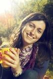 Kobieta pije kawę fotografia stock