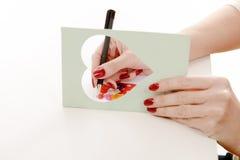 Kobieta pisze kartka z pozdrowieniami obraz royalty free