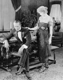 Kobieta pociesza wzburzonego mężczyzna (Wszystkie persons przedstawiający no są długiego utrzymania i żadny nieruchomość istnieje Zdjęcia Stock