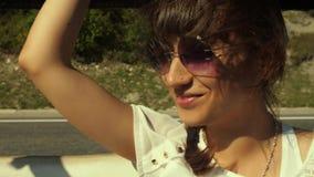 Kobieta podróżuje w furgonetce zbiory wideo
