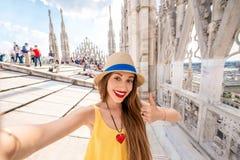 Kobieta podróżuje w Mediolan obrazy stock