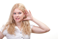 Kobieta podsłuch z ręką za jej ucho Zdjęcie Stock