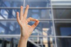 Kobieta pokazuje świetnie gest obraz royalty free