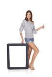 Kobieta pokazuje pustemu miejscu pustego ekran z kopii przestrzenią Zdjęcia Stock