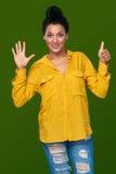 Kobieta pokazuje sześć palców Zdjęcia Royalty Free