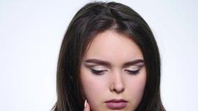Kobieta pomysł Atrakcyjny młoda kobieta seansu gest który przychodził up z doskonałym pomysłem zbiory wideo