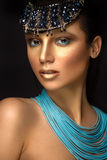 Kobieta portret z biżuterią w egipcjanina stylu Zdjęcie Royalty Free
