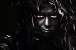 Kobieta portret z piórkowymi hairs obrazy royalty free